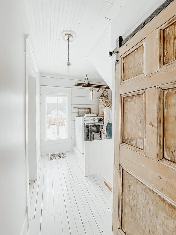 Ceiling plank laundry room