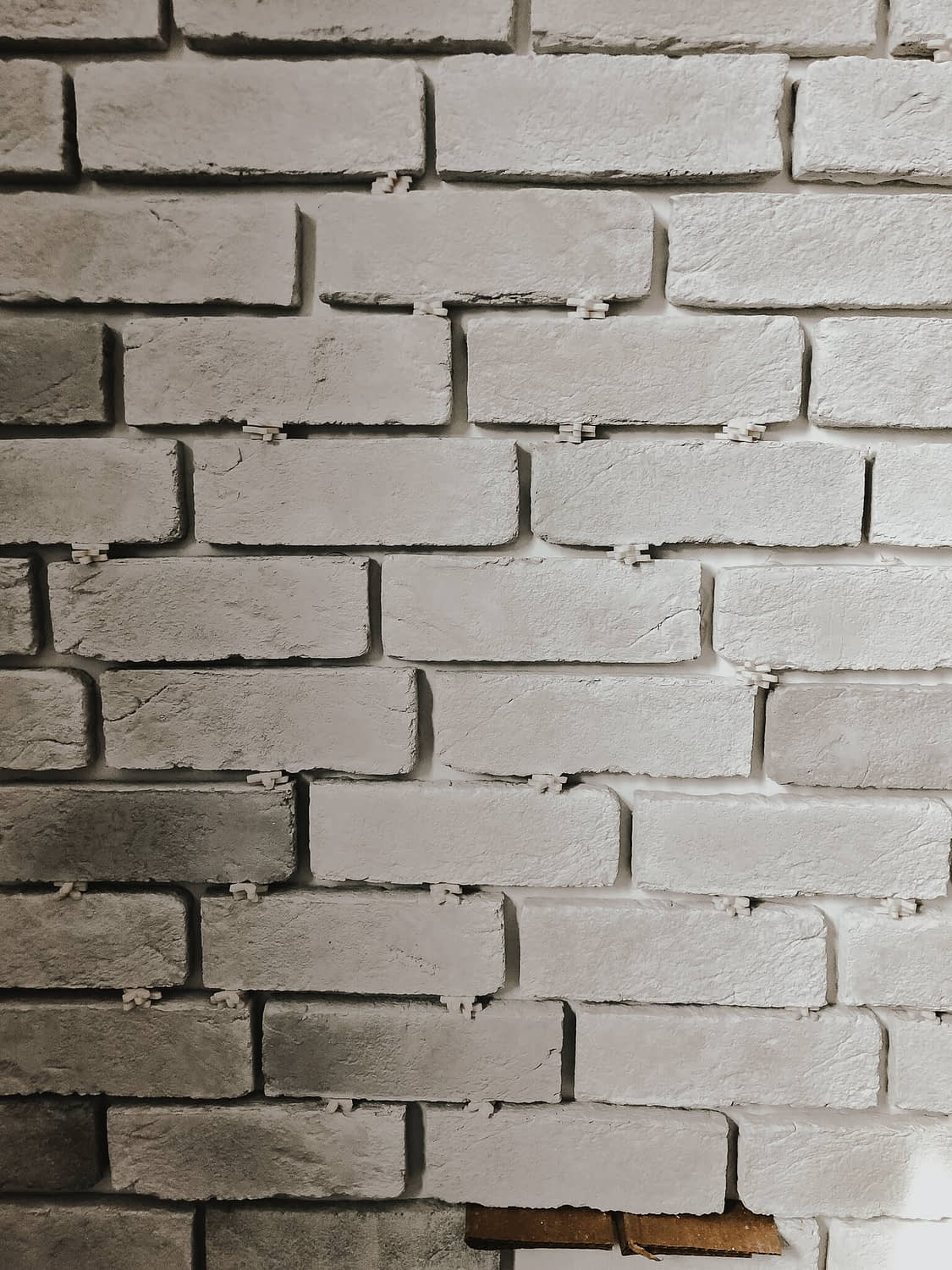 Spacers for thin bricks