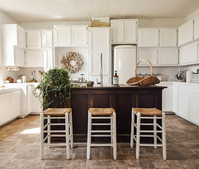 french country primitive cottage kitchen