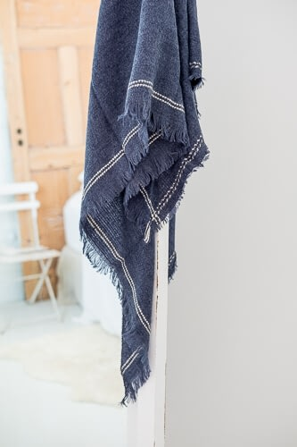 Scarf that is navy