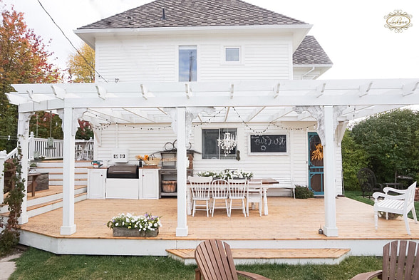 Outdoor Kitchen on the back patio with dinning table