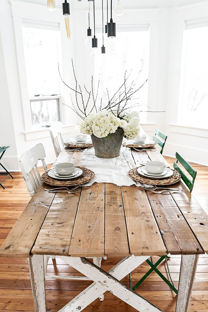 farmhouse-table-decorated-for-Valentine's-day