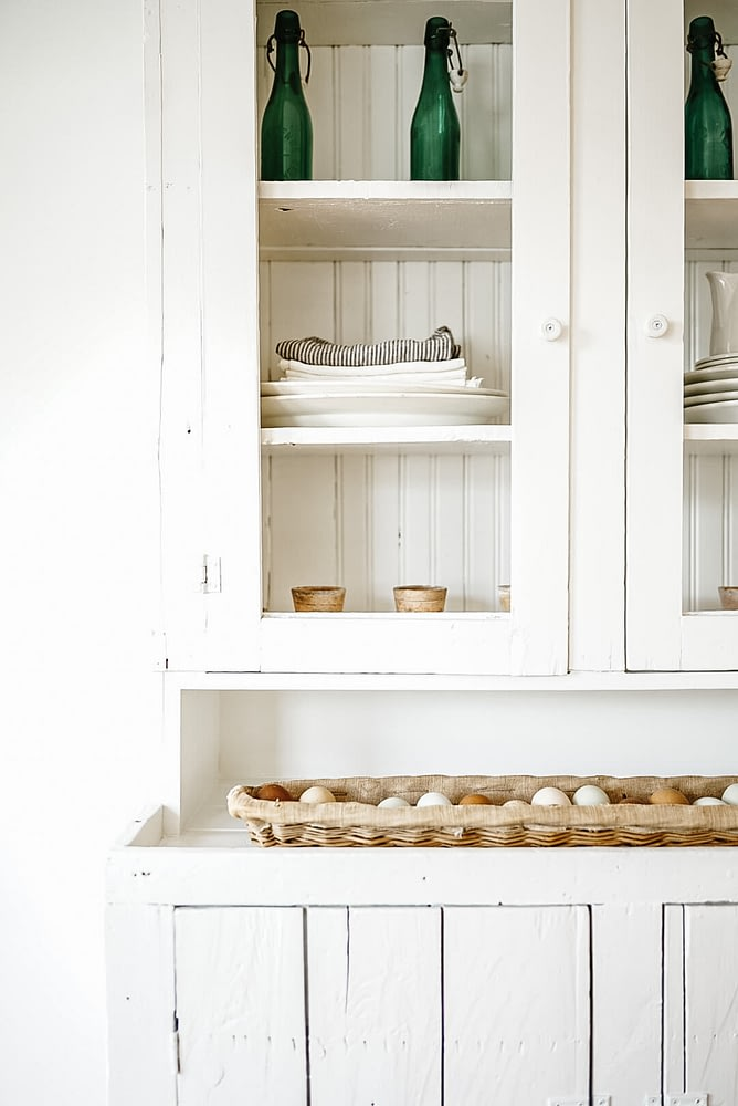 Details of White Hutch farm fresh eggs linen towels dinning decor