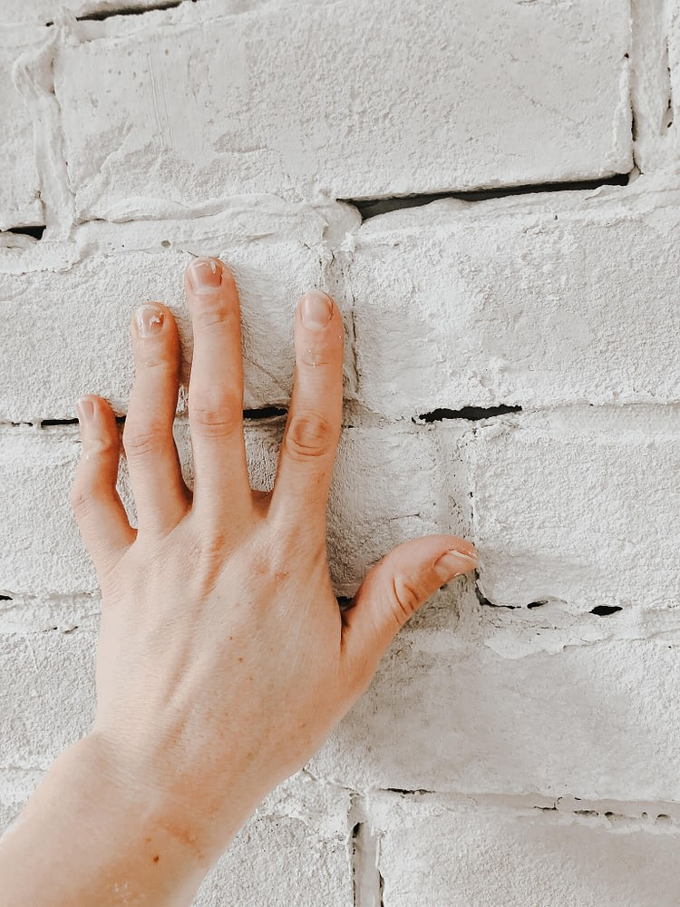 Thin Brick Wall Tutorial setting mortar with bare finger