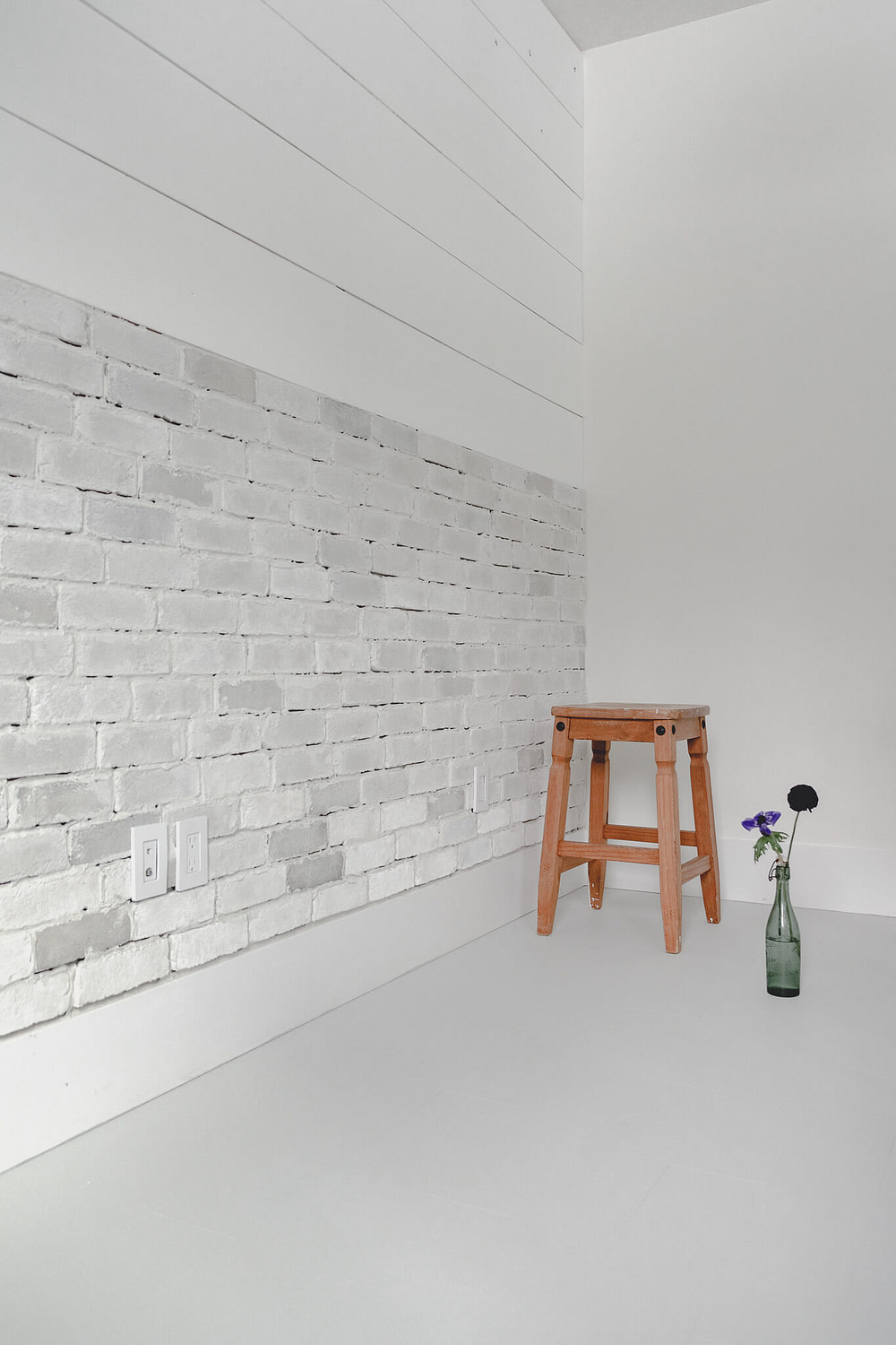 Thin Brick Wall Tutorial with stool and green vintage Belgium beer bottle vase